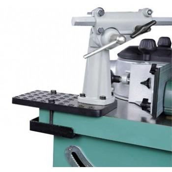 Placa de montaje de los entrenadores en la máquina de carpintería